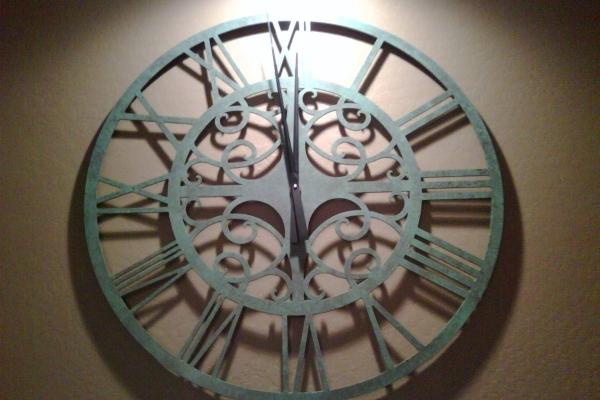 clock-226A503FC1-32D3-0364-E5F1-EE55B712263F.jpg