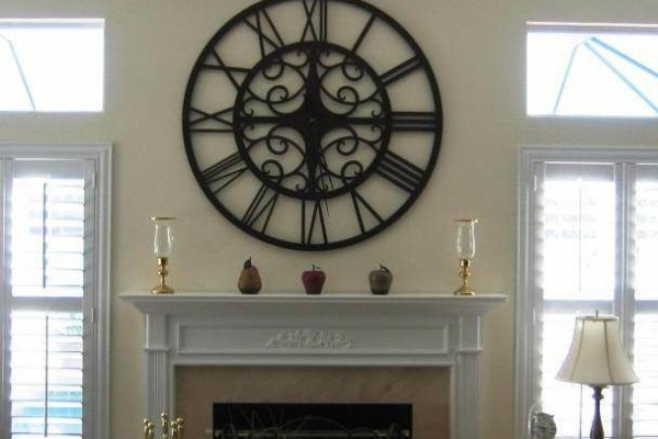 clock-with-fireplace00669706-0B31-213D-4114-EEC30574AAF3.jpg