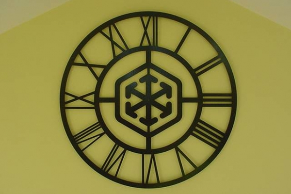 custom-logo-clock46D03CA4-25B3-F6E6-C780-5A86A7524E7D.jpg