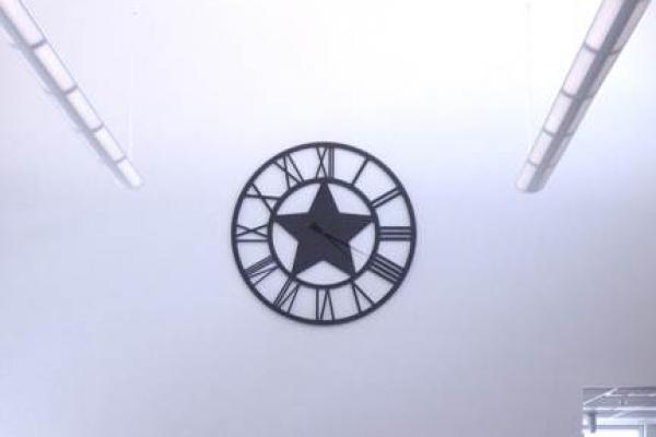 clockFE2438D2-948B-7C1A-0B1A-10C89AC14075.jpg